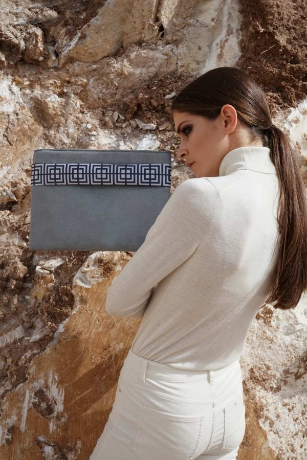 labyrinth (grey) clutch 1