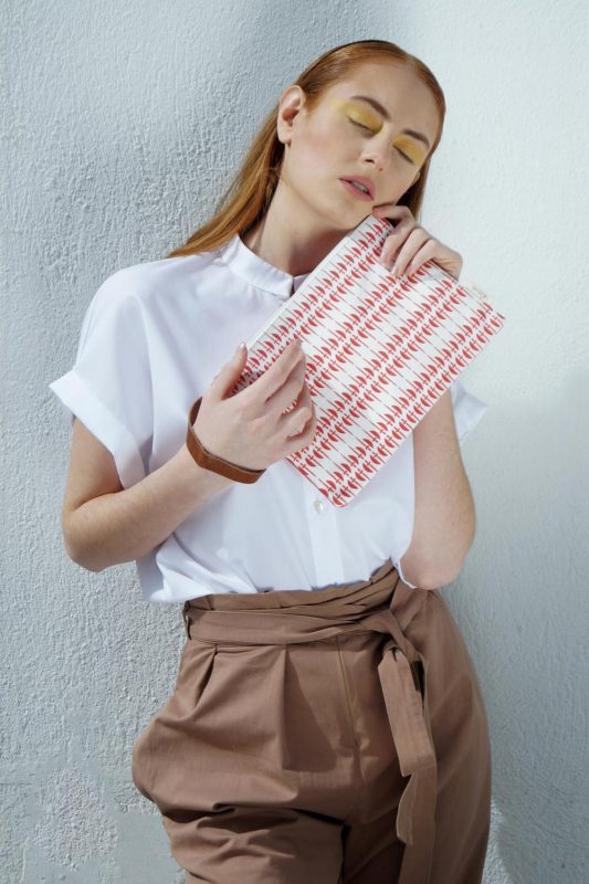 ares clutch (coral) 1