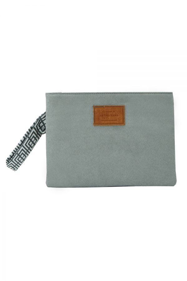 labyrinth (grey) clutch 4