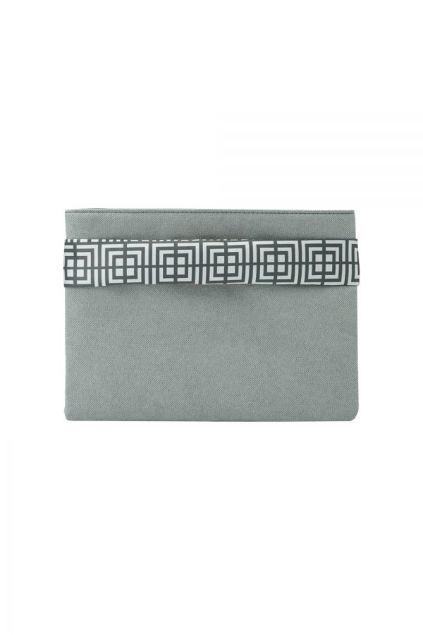 labyrinth (grey) clutch 3