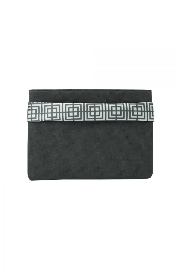 labyrinth (black) clutch 3