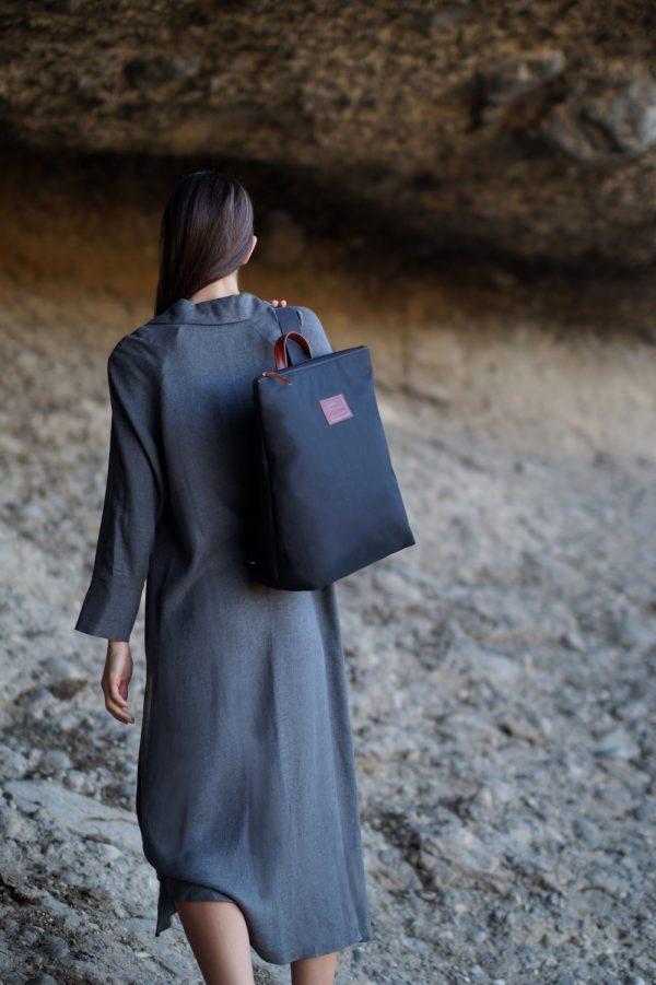 black backpack - base 3