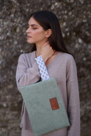 walnut (green) clutch 1
