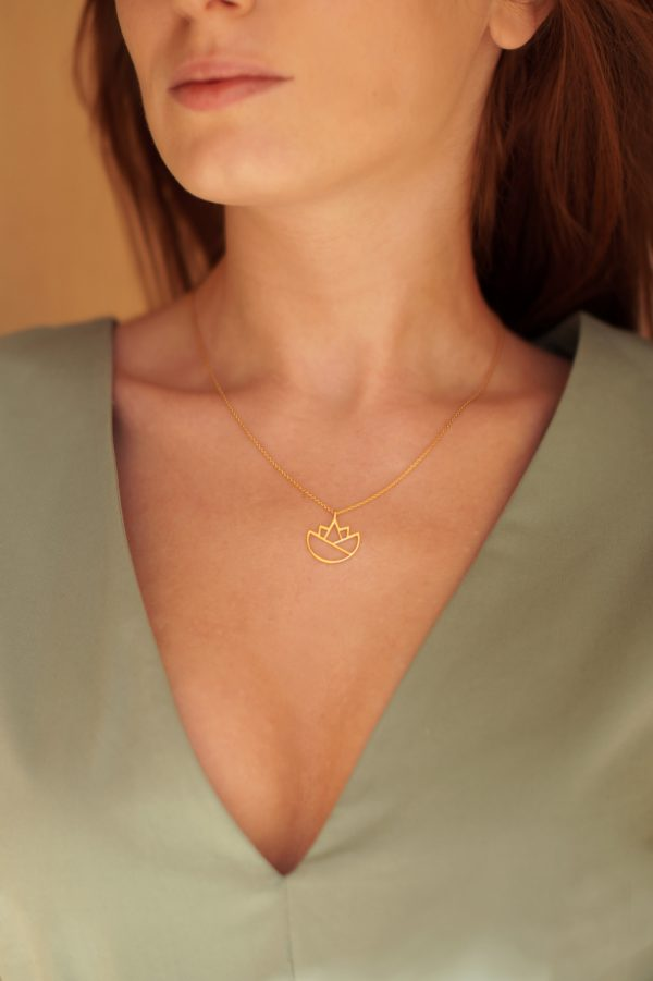 lotus necklace (gold) 2
