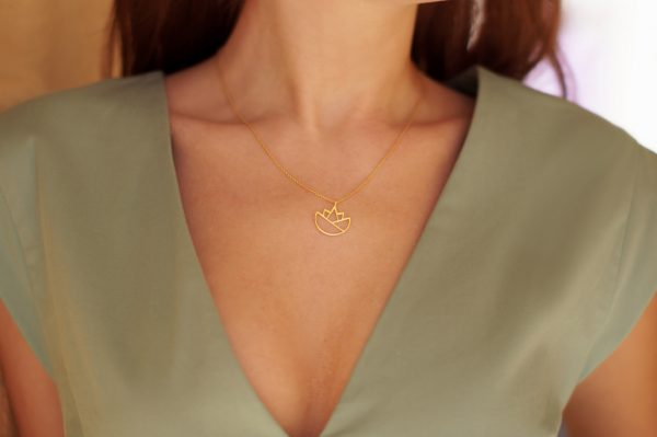 lotus necklace (gold) 3