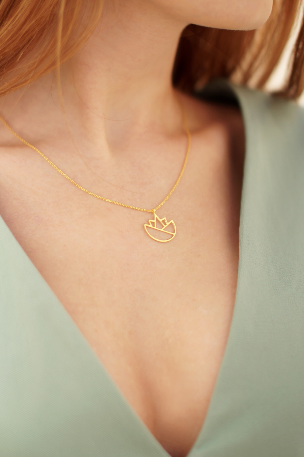lotus necklace (gold) 1