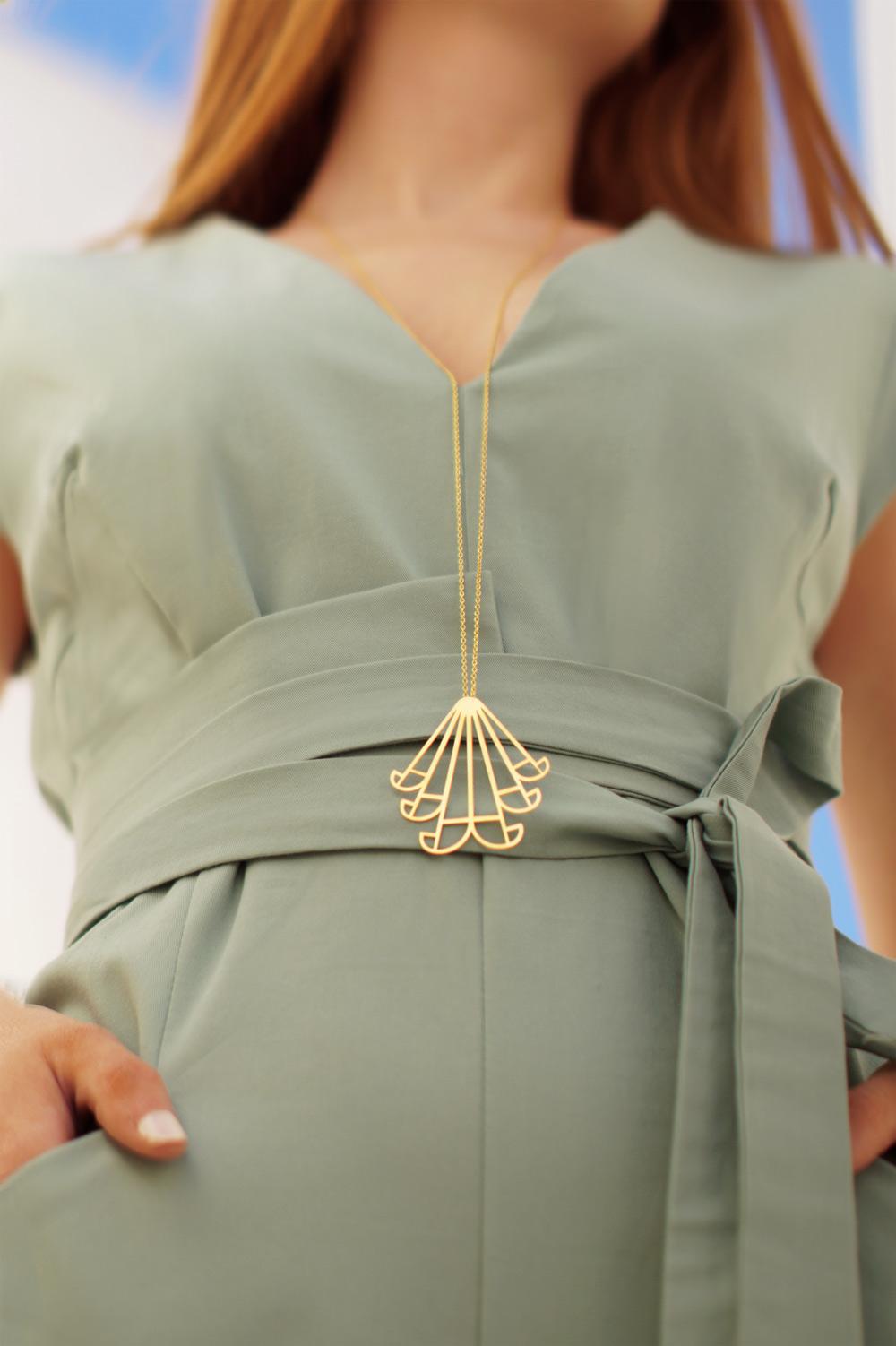 aeolus necklace (gold) 1