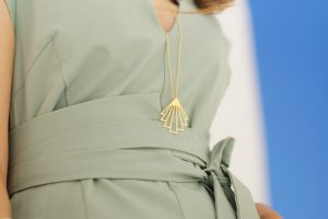 circe necklace (gold) 3