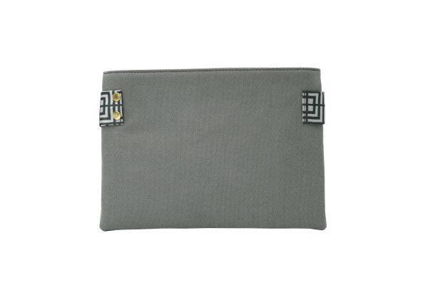 Labyrinth (grey) clutch