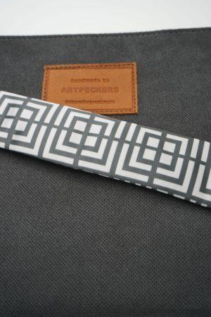 labyrinth black clutch